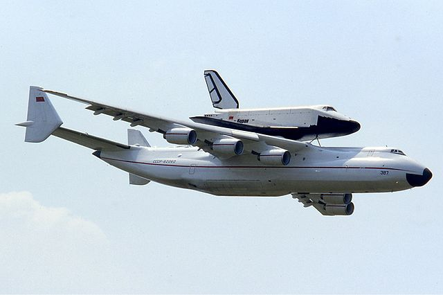 640px-antonov_an-225_with_buran_at_le_bourget_1989_manteufel
